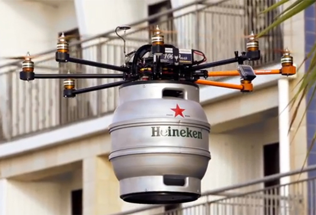 "01 Beercopter Beer Drone Les ""smart objects"" vous simplifient la vie... ou lassistanat 2.0."